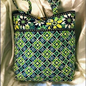 Vera Bradley large tote bag in Daisy Daisy Blue